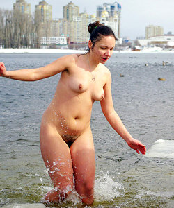 Nudist guys prefers cold water