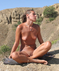 Adorable nude babe on the rocks