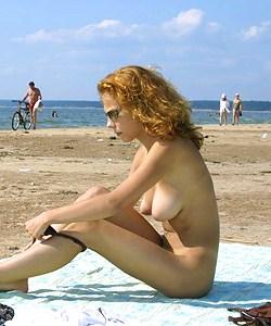 Smoking nude beauty